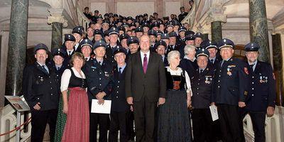 Der barocke Glanz des Neuen Schlosses Schleißheim bot das perfekte Ambiente für die erste gemeinsame Ehrungsveranstaltung der Freiwilligen Feuerwehren sowie der Hilfs- und Rettungsdienste im Landkreis München.