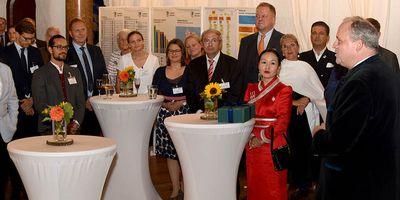 Landrat Göbel begrüßte die rund 60 Gäste des ersten Konsulatsempfangs im Landkreis München.