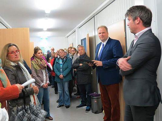 Foto: Landrat Göbel in Asylbewerberunterkunft Aschheim