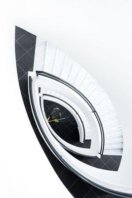 Foto: Motiv des 2. Preises - Architekturaufnahme mit einer ins Bild kommenden Person