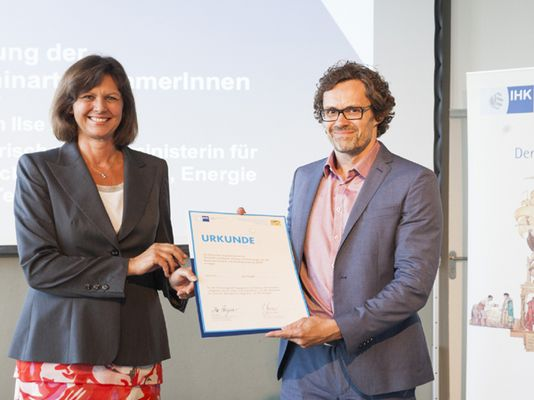 Foto: Wirtschaftsministerin Ilse Aigner mit Holger Hartung