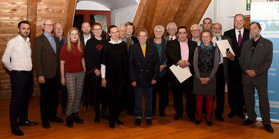 Die Geehrten der diesjährigen Umweltehrung zusammen mit Landrat Christoph Göbel