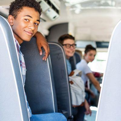 Foto: Jugendliche im Bus