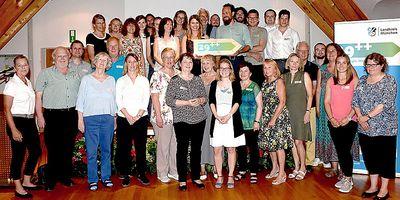 Foto: Wollen sich auf dem Weg zum Fairtrade Landkreis gemeinsam für einen gerechteren Handel auf der Welt einsetzen: die Teilnehmerinnen und Teilnehmer der neu gegründeten Steuerungsgruppe Fairtrade Landkreis München.