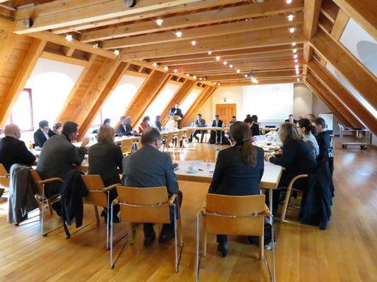 Foto: Bürgermeister und Wirtschaftsförderer in der Diskussion mit Landrat Christoph Göbel