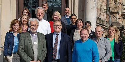 Foto: Regionspräsident Hauke Jagau (vorne Mitte) inmitten der Delegation und Verwaltungsmitarbeitern.
