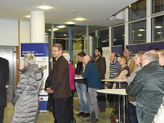 Foto: Zahlreiche Besucher kamen zur Ausstellungseröffnung am 9. Januar in das Landratsamt.