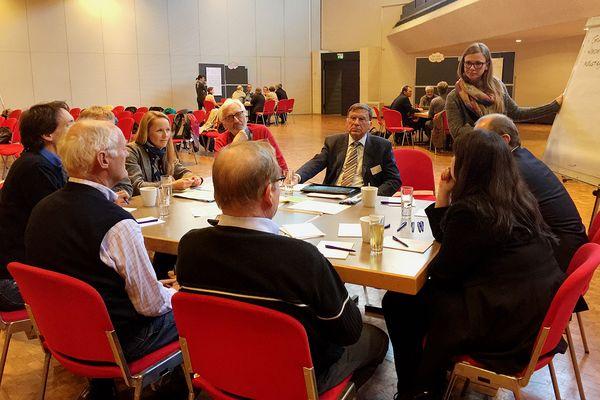 Foto: In Garching diskutierten rund 30 Teilnehmer aus dem ganzen Landkreis Herausforderungen und Zukunftsvisionen zum Thema Mobilität.