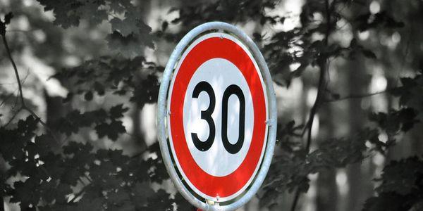 Nächtliche Geschwindigkeitsbeschränkung
