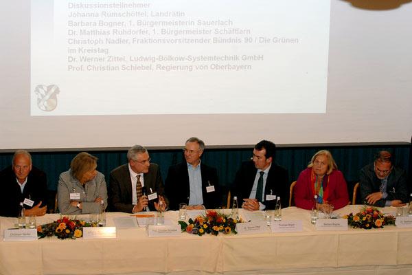 Foto: Podiumsteilnehmer der Veranstaltung Integriertes Klimaschutzkonzeptes am 7. Oktober 2013