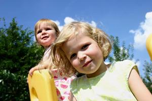 Foto: Kinder am Spielplatz