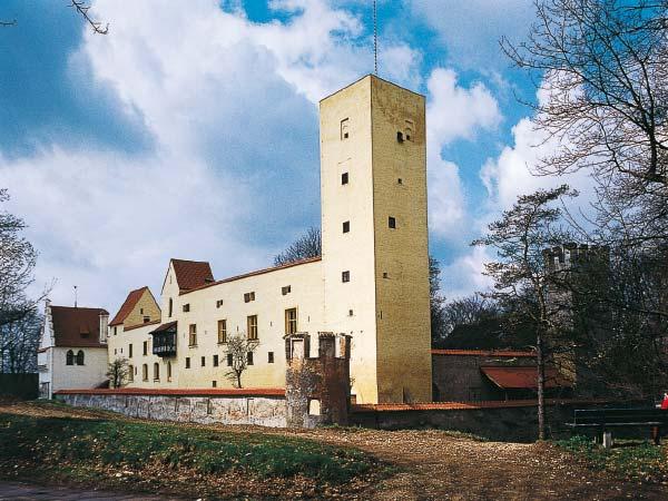 Foto: Turm des Burgmuseums in Grünwald