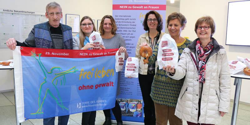 Bäckertütenaktion anlässlich des Tags gegen Gewalt an Frauen