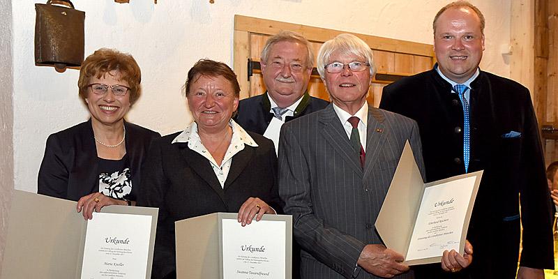 Foto: v.l. Maria Knoller, Susanna Tausendfreund, Hermann Rumschöttel, Eberhard Reichert und Landrat Christoph Göbel