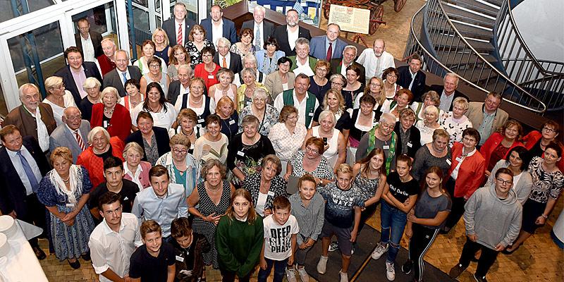 Foto: 15 Einzelpersonen und sieben Gruppen wurden Mitte September in den Neuen Bürgerstuben in Oberschleißheim für ihr Engagement im sozialen Bereich geehrt.