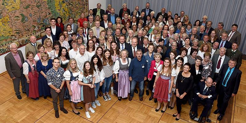 Foto: 19 Einzelpersonen und 17 Gruppen wurden Mitte September in der Hachinga Halle in Unterhaching für ihr Engagement im sozialen Bereich geehrt.