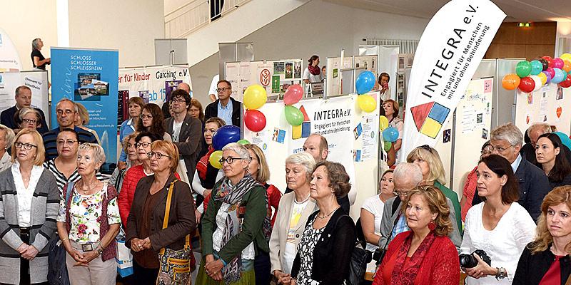 Foto: Besucher auf Freiwilligenmesse
