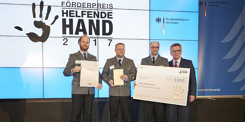 "Foto: Verleihung Förderpreis ""Helfende Hand"""